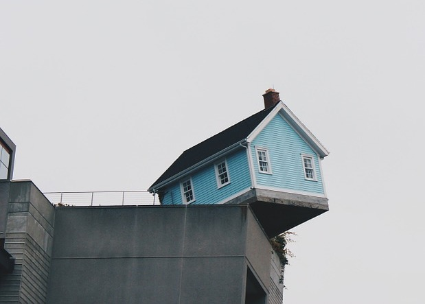living-on-the-edge-844873_1280